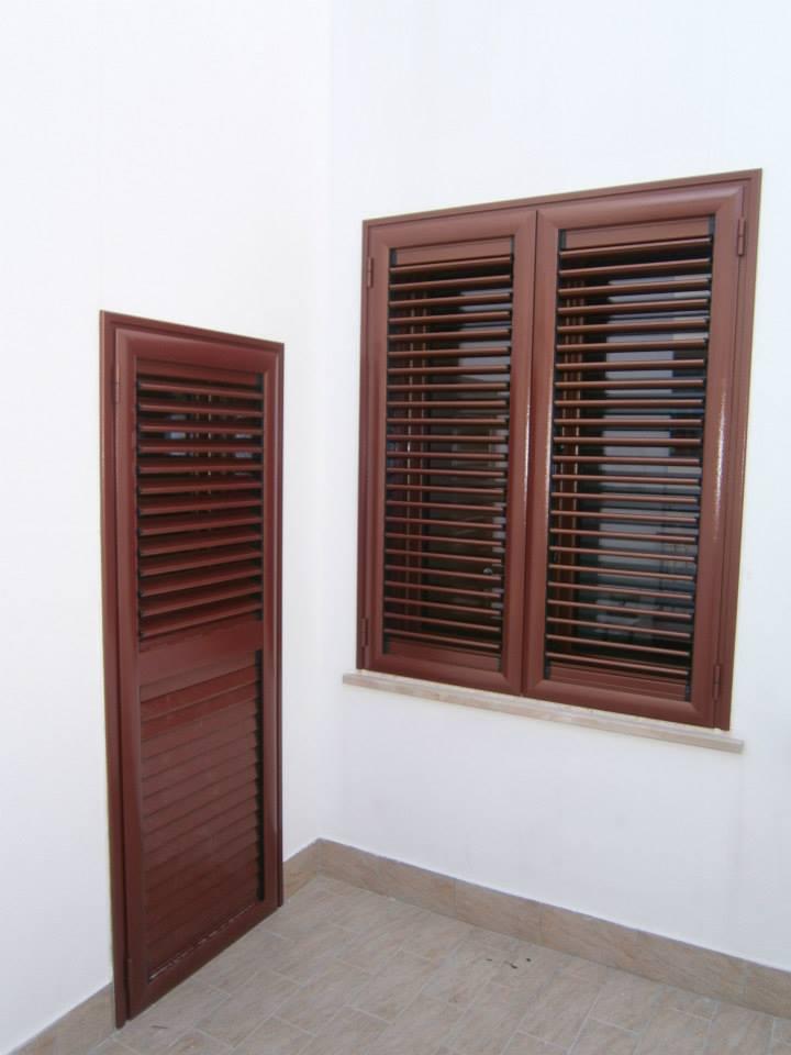 Colori persiane alluminio for Scuri in legno costo