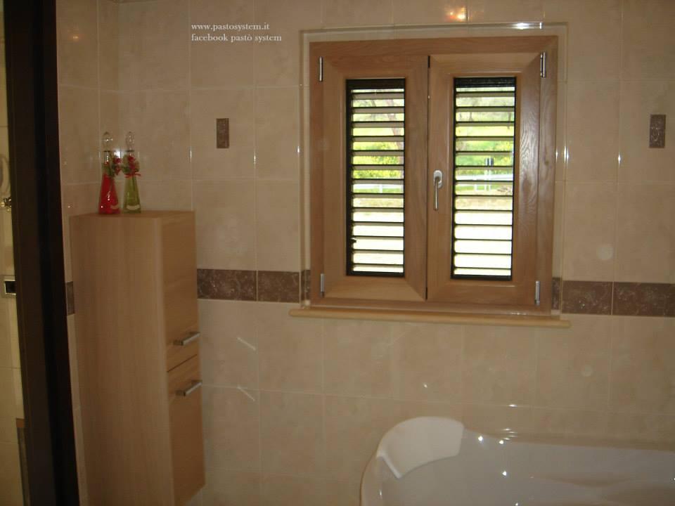 Finestra alluminio legno rovere sbiancato - Finestre monoblocco in legno ...